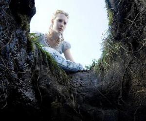 Puzzle Alicia (Mia Wasikowska) pour tomber dans le terrier du lapin, il sera un pays des merveilles