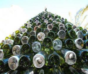 Puzzle Arbre de Noël faite de 5000 bouteilles recyclées