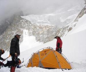 Puzzle Aventuriers à le montage de la tente