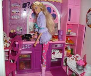 puzzle de barbie dans la cuisine casse t te imprimer. Black Bedroom Furniture Sets. Home Design Ideas