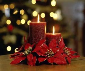 Puzzle bougies allumées comme une pièce maîtresse de Noël décoré de fleurs