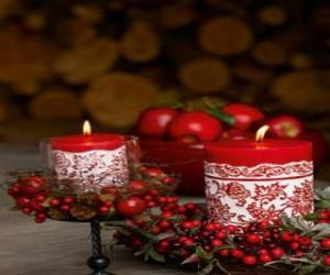 Puzzle Bougies de Noël éclairé et orné de petits fruits rouges