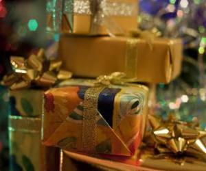 Puzzle Cadeaux de Noël avec des noeuds décoratifs