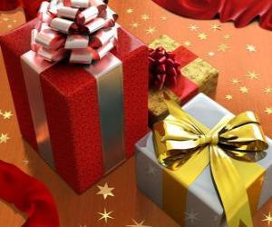 Puzzle cadeaux de Noël avec des rubans, boucles