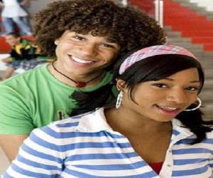 Puzzle Chad (Corbin Bleu), Taylor (Monique Coleman)