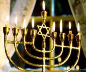 Puzzle Chandelier à neuf branches, une Hanoukkia utilisé à le célébration de Hanoucca