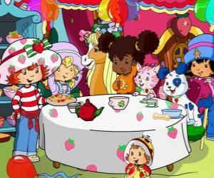 Puzzle Charlotte aux fraises lors d'une fête