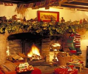 Puzzle Cheminée avec le feu allumé et les décorations de Noël