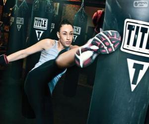 Puzzle Combattant de Full contact ou kick boxing à le formation des coups sur le sac