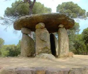 Puzzle Dolmen, construction en pierre du néolithique dans la forme de grande table de pierre