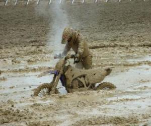 Puzzle Endurance moto piégée dans la boue
