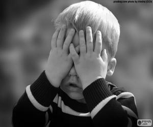 Puzzle Enfant qui couvre ses yeux