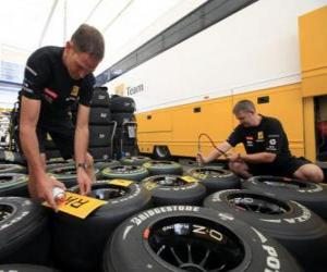 Puzzle F1 mécanique, préparation du pneumatique