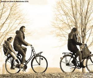 Puzzle Famille dans bicyclette
