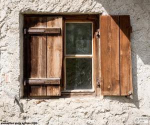 Puzzle Fenêtre avec des volets en bois