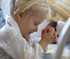 Puzzle Fille de prier avec les mains en prière