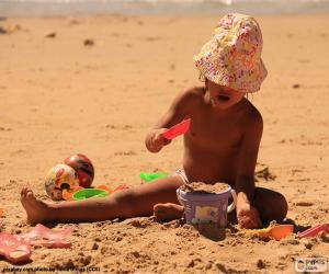 Puzzle Fille jouant sur la plage