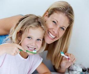 Puzzle Fille se brosser les dents, une pratique essentielle à la santé dentaire