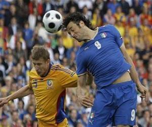 Puzzle Footballeur sautant pour finir le ballon avec sa tête