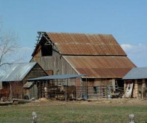 Puzzle Grande construction rurale: Grange, bâtiments pour les animals