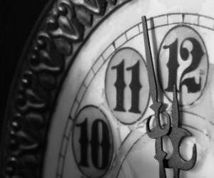 Puzzle Horloge au bord de la minuit.