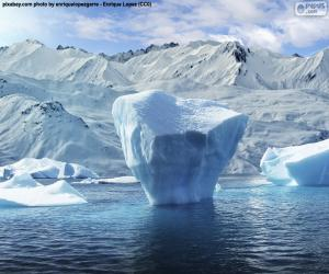 Puzzle Iceberg près du rivage de la mer