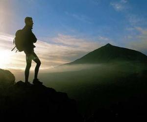 Puzzle Jeune explorateur avec le sac à dos