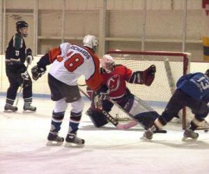 Puzzle Joeurs et gardien de but en match de hockey sur glace