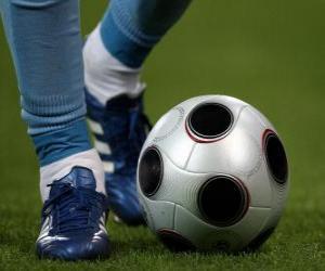 Puzzle Joueur de football en conduisant le ballon