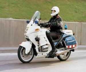 Puzzle L'agent de police motorisée avec sa motocyclette