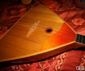 Puzzle La balalaïka est un instrument de musique à cordes pincées russe
