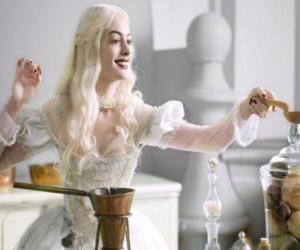 Puzzle La Reine Blanche (Anne Hathaway) qui travaillent sur une potion