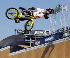 Puzzle Le BMX acrobatique est une forme de vélo