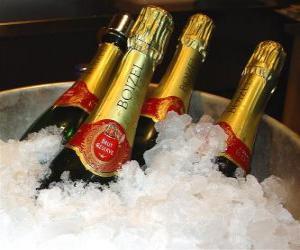 Puzzle Le champagne (ou champagne) de champagne français, est un type de vin mousseux produit par la méthode champenoise dans la région Champagne, France.