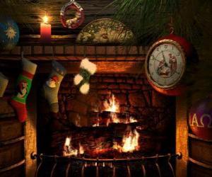 Puzzle Le feu allumé la veille de Noël avec des chaussettes suspendues