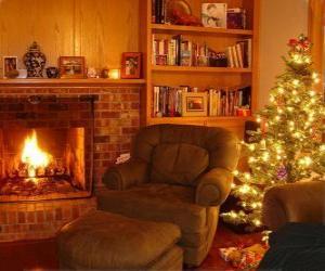 Puzzle Le salon d'une maison la nuit de Noël sur le feu et l'arbre avec des cadeaux