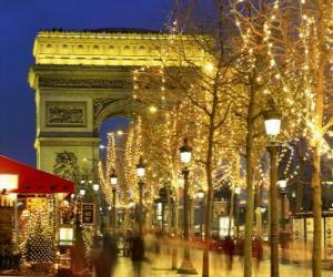 Puzzle Les Champs-Élysées décorées pour Noël avec l'Arc de Triomphe en arrière-plan. Paris, France