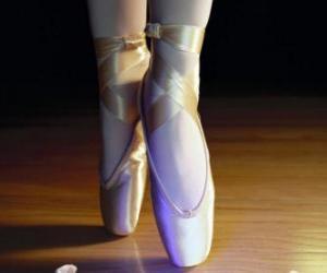 Puzzle Les pieds d'une danseuse avec les pointes, les chaussures de ballet