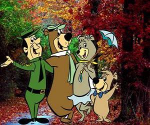 Puzzle Les protagonistes de l'aventure: Yogi l'ours, Boo-Boo, Cindy et le gardes-parc Smith