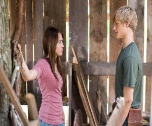 Puzzle Miley Stewart (Miley Cyrus), s'entretient avec Travis Brody (Lucas Till)