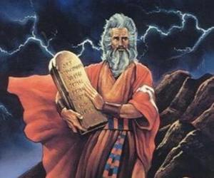 Puzzle Moïse avec les tables de la loi sur laquelle sont écrits les dix commandements