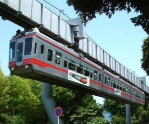 Puzzle Monorail suspendu. Passagers du monorail profitant de la vue sur le champ de foire