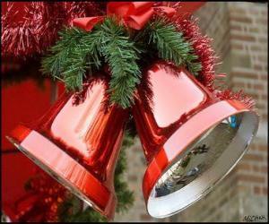 Puzzle Noël cloches avec un gros ruban et les feuilles de sapin