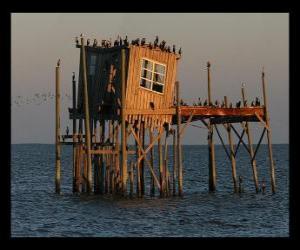 Puzzle Palafito avec abri pour les pêcheurs, la construction sur pilotis dans le lac