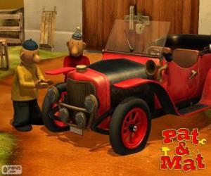 Puzzle Pat et Mat à côté de sa voiture