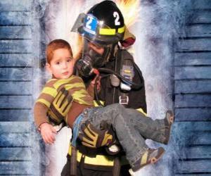 Puzzle Pompier tenant un enfant dans les bras de