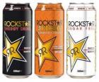 Trois canettes de boissons comme la bière ou de boissons gazeuses