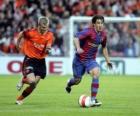 Joueur de football (Bojan Krkic F.C.B) en conduisant le ballon