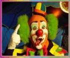 Face de clown avec peluca, chapeau et grands nez et bouche