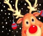 La tête de Rudolf, le renne au nez rouge, ornée de décorations de Noël